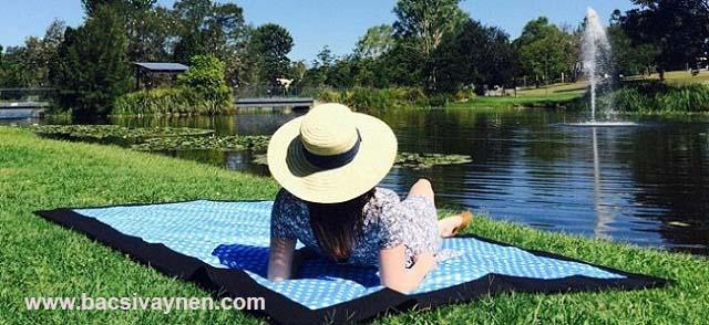 Chăm sóc vùng da bị vẩy nến bằng cách tắm nắng