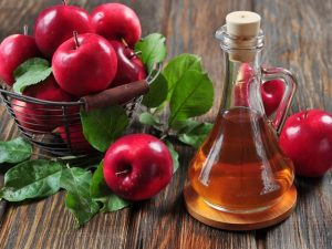 Chữa vẩy nến da đầu bằng giấm táo