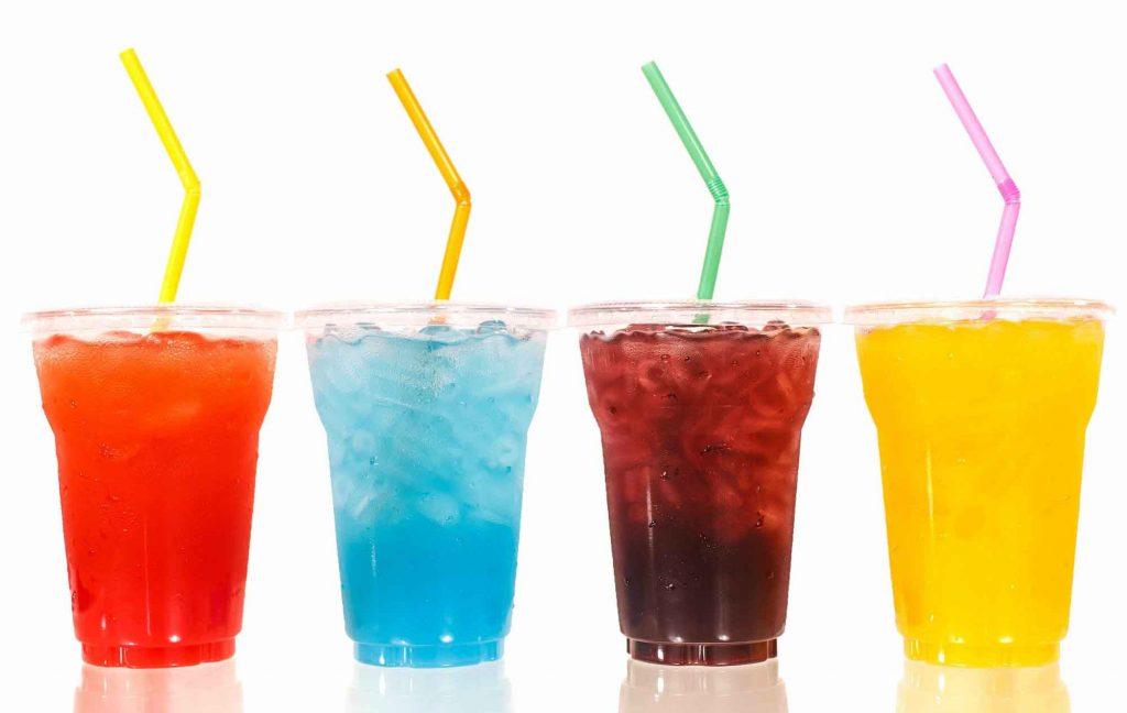 bị viêm khớp vảy nến không nên uống nước ngọt.