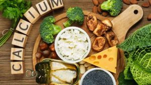 Ăn những thực phẩm giàu canxi khi bị viêm khớp vẩy nến