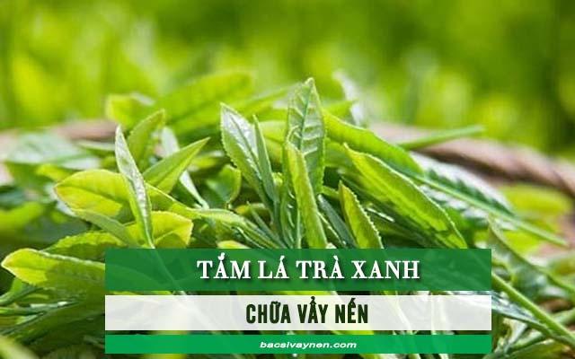 nấu nước lá trà xanh tắm để chữa vẩy nến