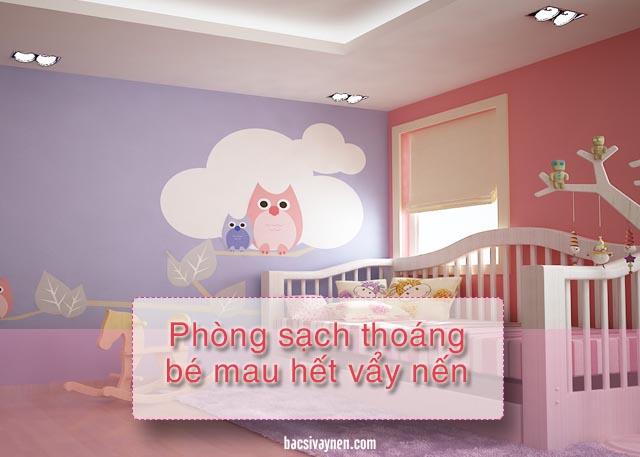 dọn phòng thường xuyên cũng là cách chăm sóc em bé bị vẩy nến