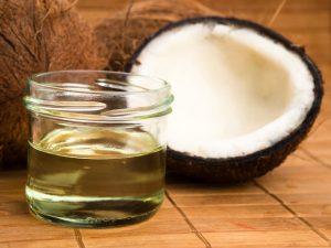 Tuyệt chiêu chữa chàm môi bằng dầu dừa -2