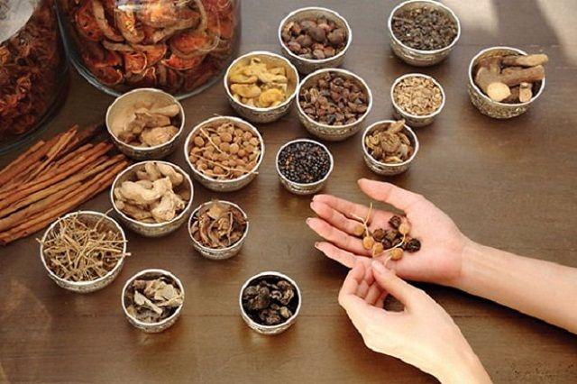 Bài thuốc Đông y chữa bệnh á sửng trên tay