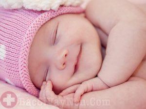 Trẻ sơ sinh dễ mắc bệnh vảy phấn trắng