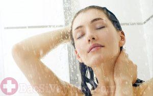 Tắm rửa sạch sẽ giúp phòng ngừa bệnh vảy nến vào mùa đông