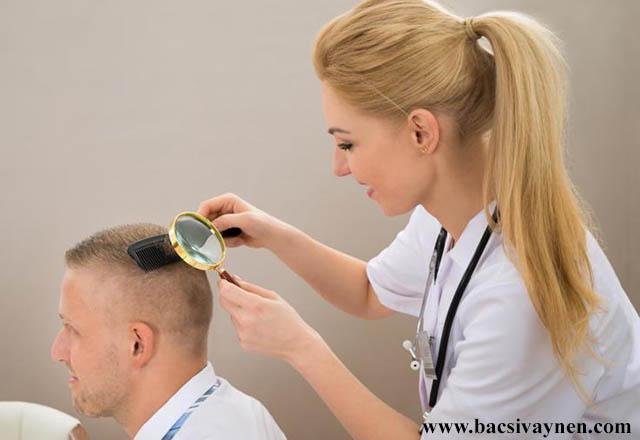 Kiểm tra bệnh vấy nến da đầu